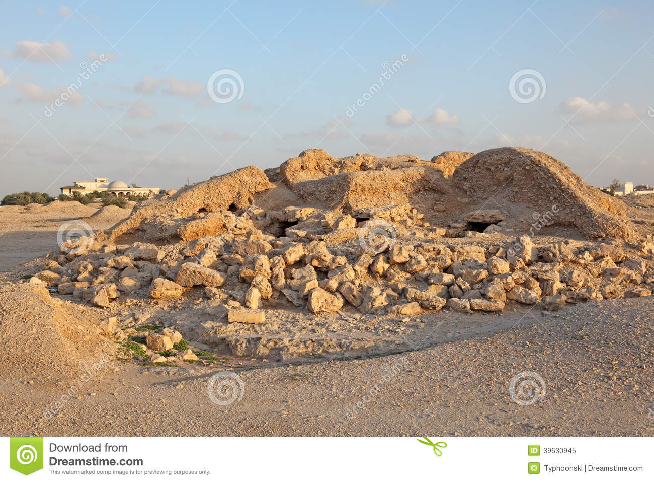 A'Ali Burial Mounds A'Ali, Dilmun Burial Mounds In A'ali. Bahrain Stock Photo - Image: 39630945