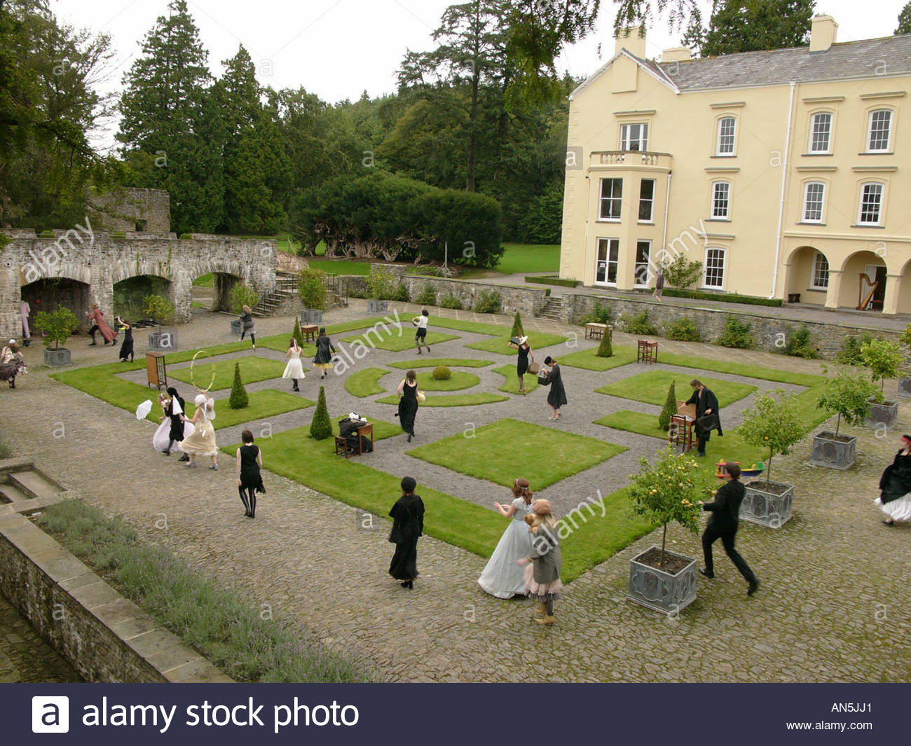 Aberglasney Gardens Llandeilo, Young actors performing in Aberglasney Gardens Llandeilo Stock ...