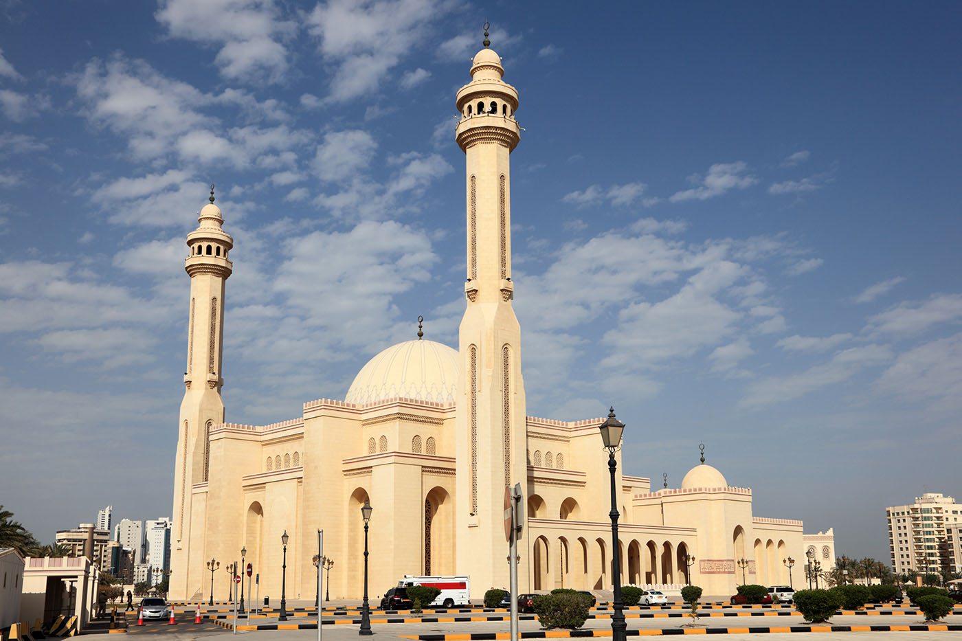 Al Fatih Mosque Manama, Points of Interest in Bahrain for Tourists, Locals and Everyone