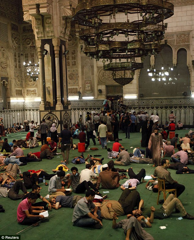 Al Fath Mosque Cairo, Egypt: Looters ransack Egyptian antiques museum and snatch ...