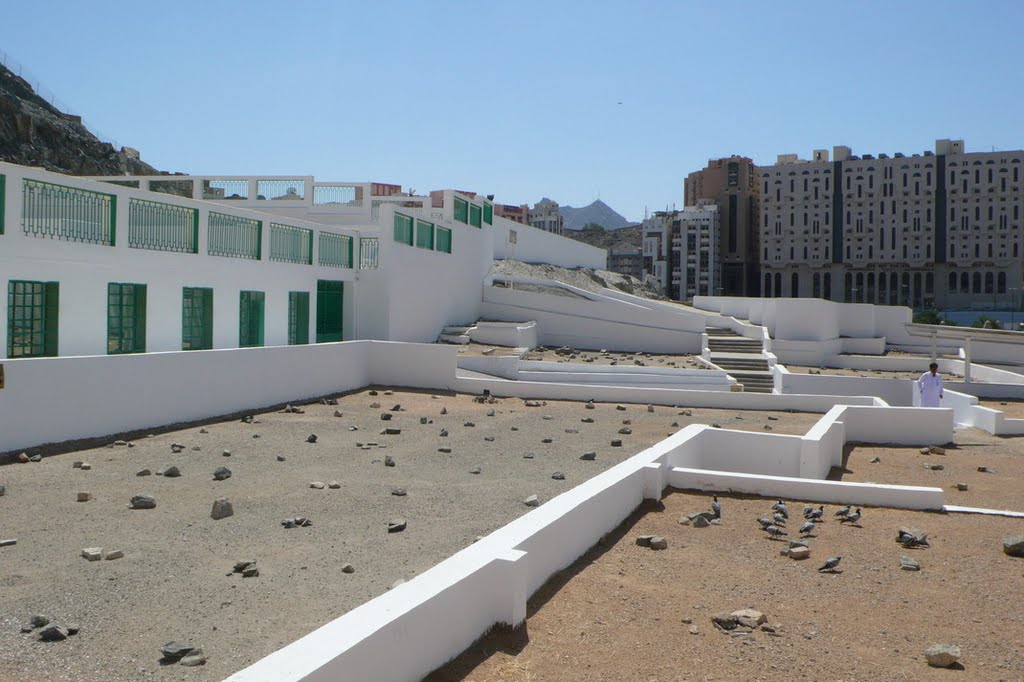 Al Malaa Cemetery Mecca, Panoramio - Photo of Al Mualla Cemetery in Mecca and the tomb of ...