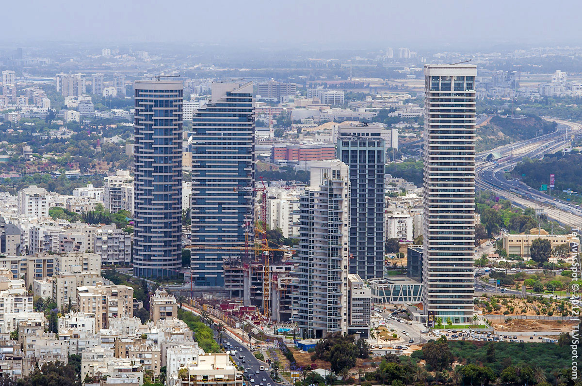 Azrieli Towers Tel Aviv, Azrieli Towers: City View From the Top of Circular Tower Roof ...