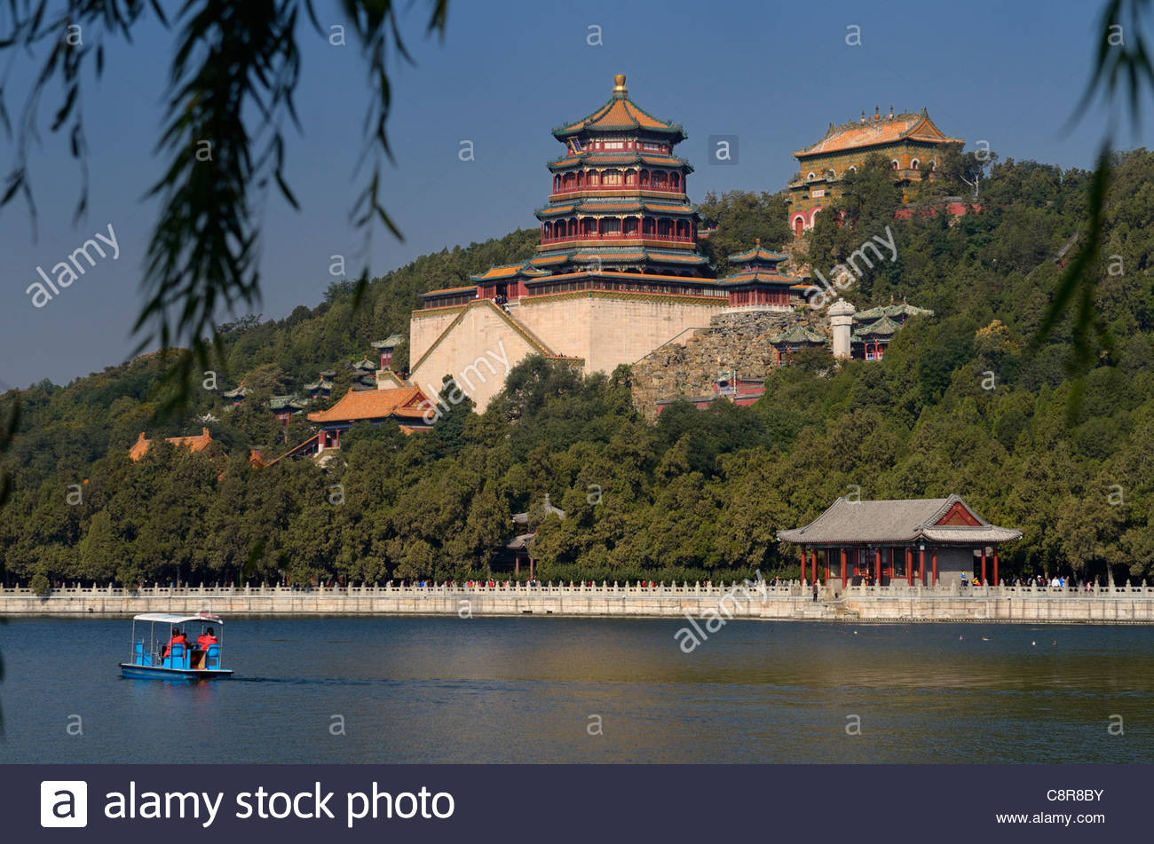 Běijīng Botanic Gardens Běijīng, Paddle boaters on Kunming Lake with Buddhist Fragrance and Sea of ...