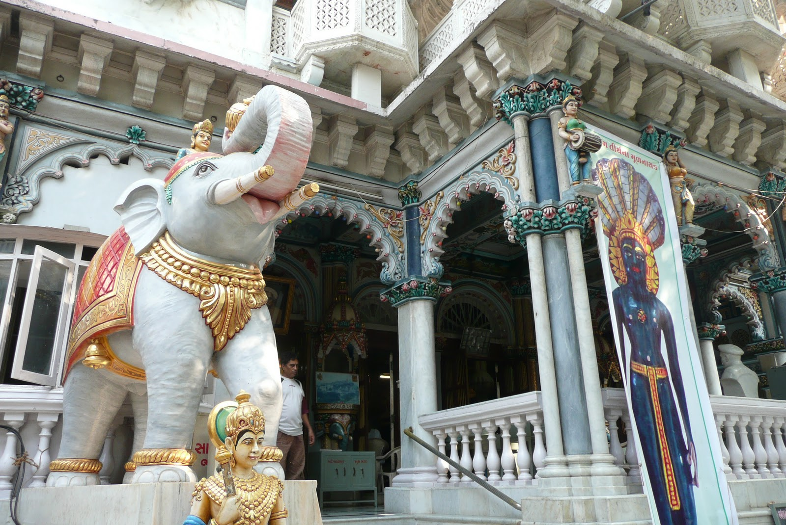 Babulnath Temple Mumbai, Babulnath Temple Mumbai | Simple and interesting.