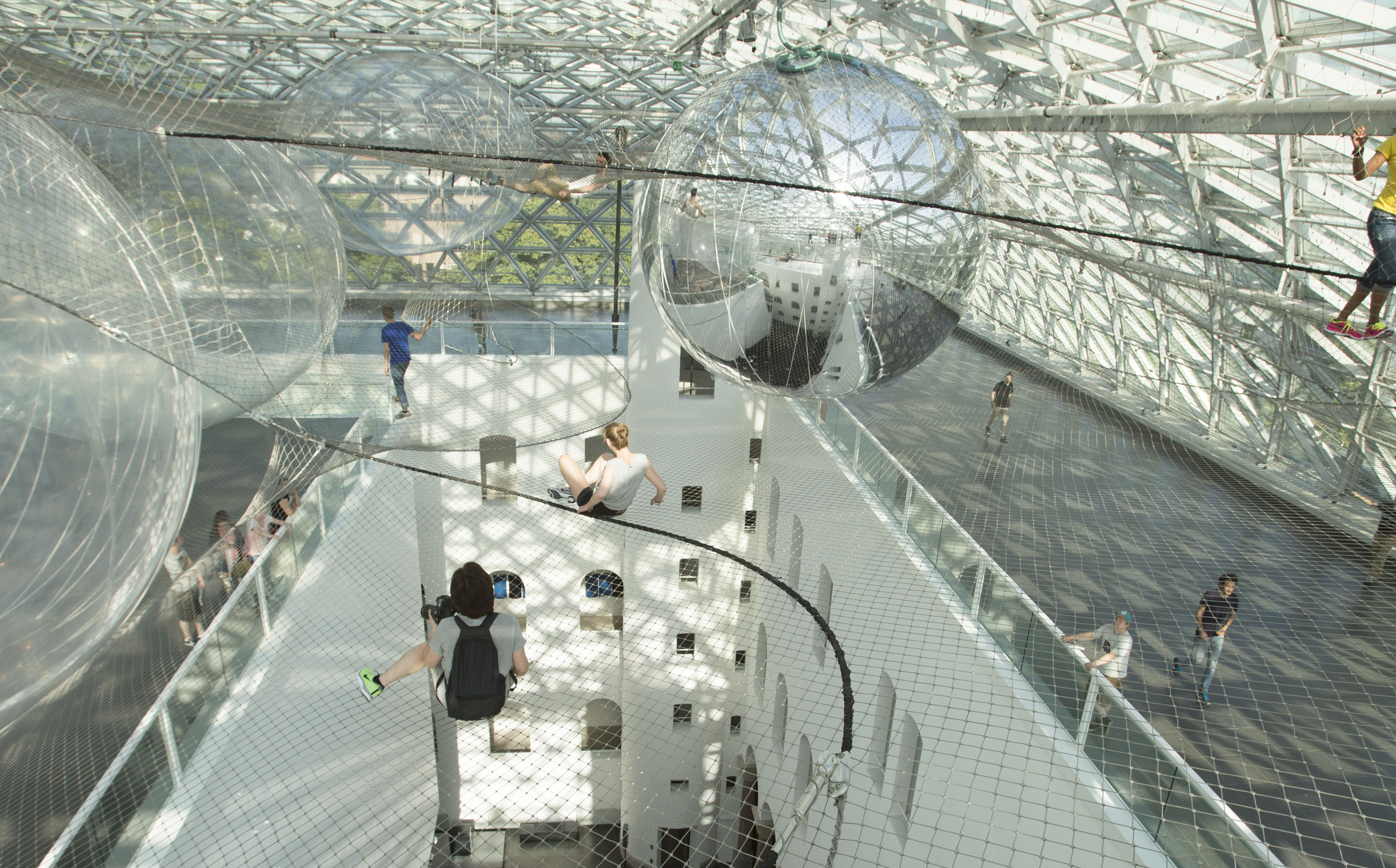 Bauhausgebäude Dessau-Rosslau, Tomás Saraceno, in orbit, view from the installation (work in ...