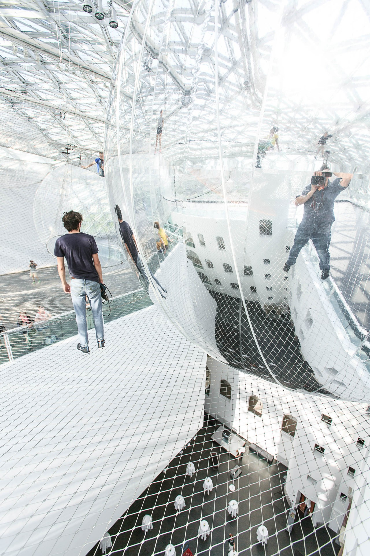 Bauhausgebäude Dessau-Rosslau, In Orbit - Projects - Tomás Saraceno