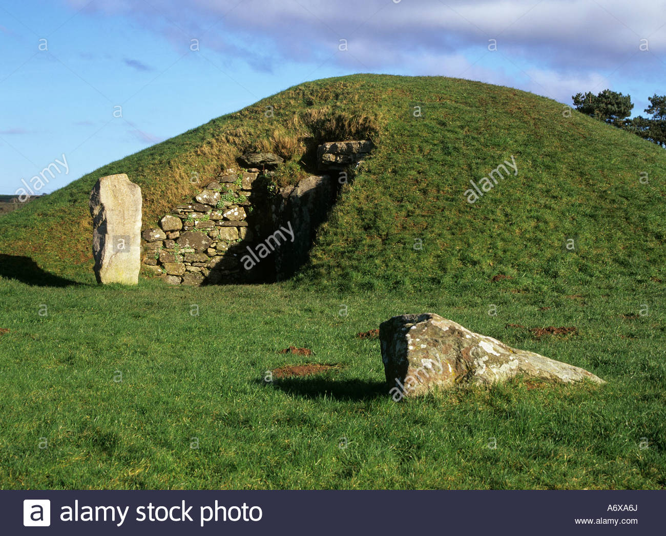 Bryn Celli Ddu North Wales, BRYN CELLI DDU ISLE OF ANGLESEY NORTH WALES UK February Ancient ...