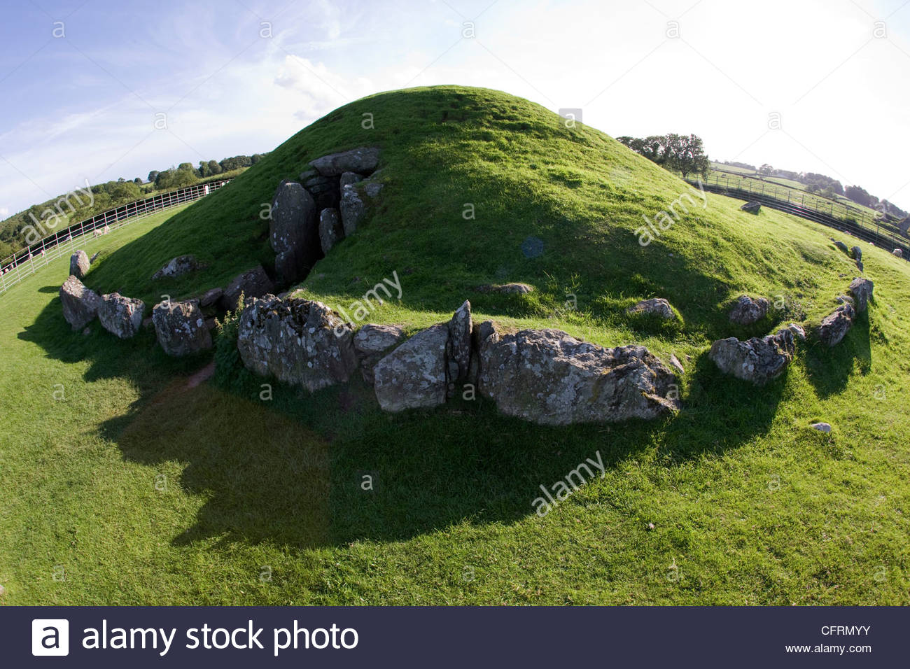 Bryn Celli Ddu North Wales, Bryn Celli Ddu a chambered neolithic burial mound and standing ...