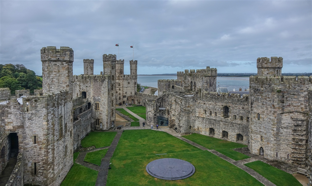 Caernarfon Castle Caernarfon, Caernarfon Castle - The Mighty Medieval Fortress | BaldHiker