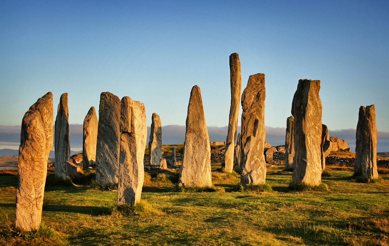 Callanish Standing Stones Callanish (Calanais), The Magic of Scotland's Ancient Callanish Standing Stones ...