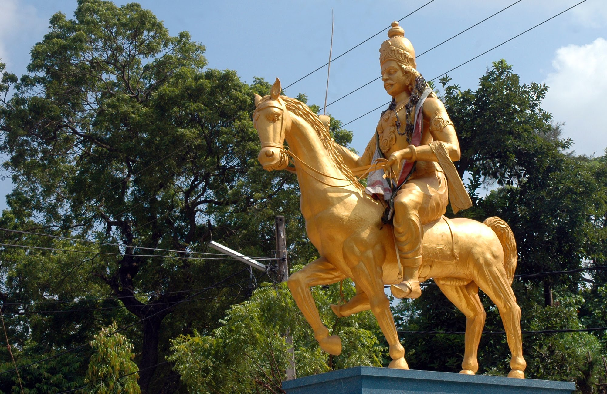 Cankili Thoppu Archway Jaffna, Last king of the Jaffna kingdom Cankili Statue ...
