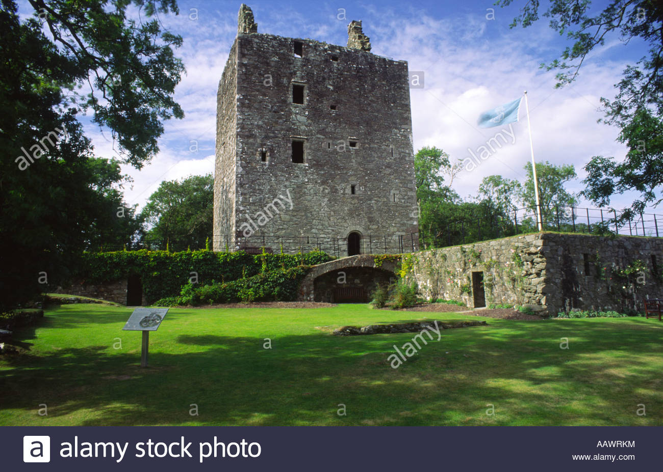 Cardoness Castle The Borders and the Southwest, Scottish castle Cardoness Castle 15th centuay tower house on the ...