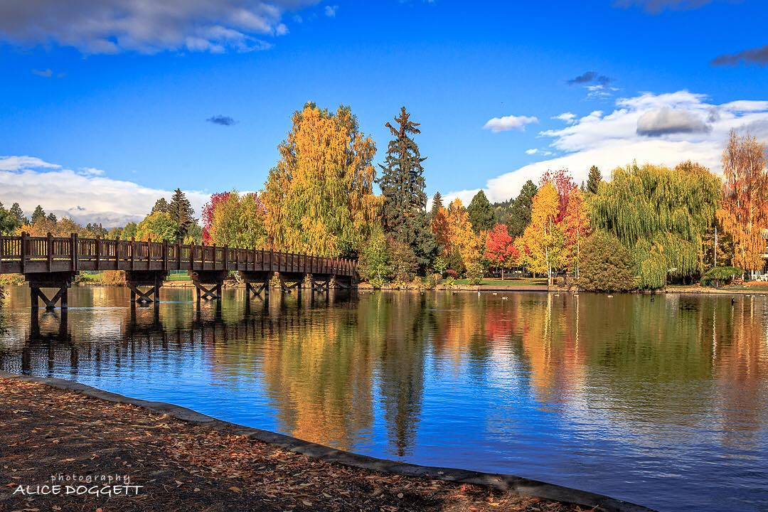 Cascade Lakes Scenic Byway Central Oregon, Mirror Pond in Drake Park, Bend, Oregon ...