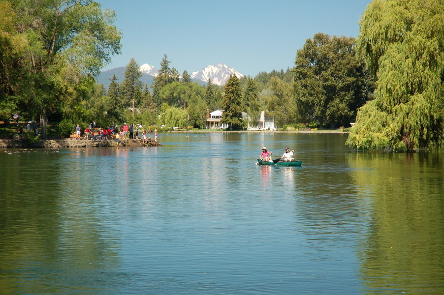 Cascade Lakes Scenic Byway Central Oregon, Drake Park and Mirror Pond in Bend, Oregon | Our Bend Oregon Real ...
