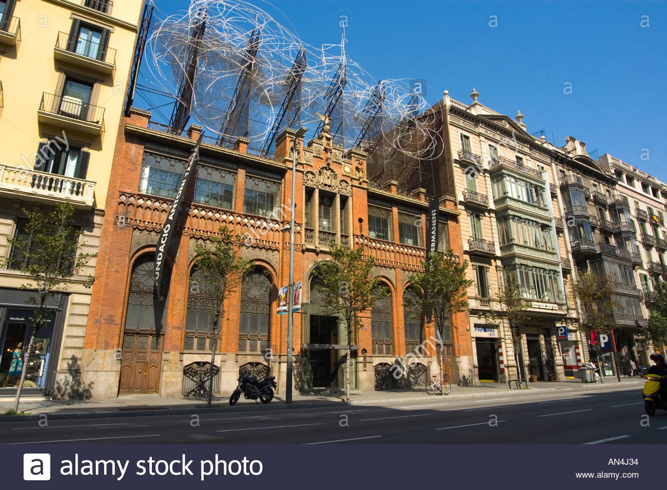 Catedral de la Seu Barcelona, Wire Sculpture Barcelona Spain Stock Photos & Wire Sculpture ...