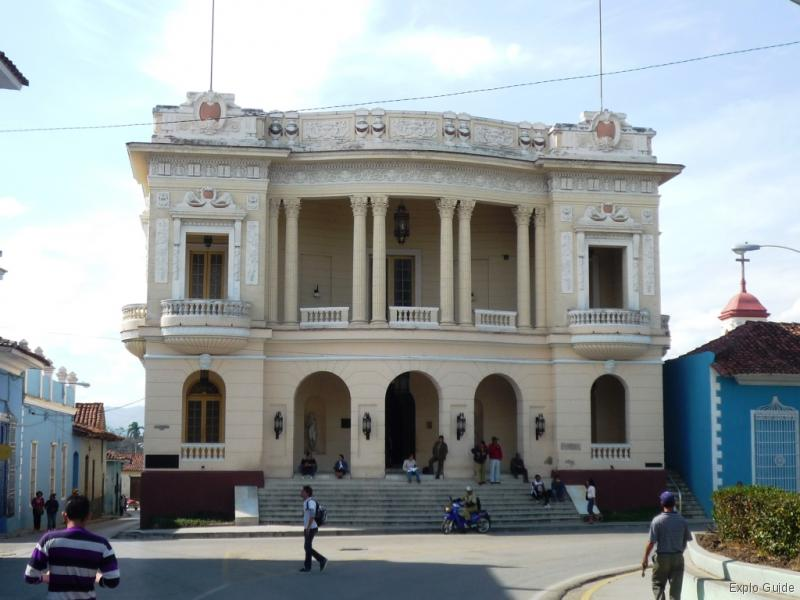 Colonia Española Building Sancti Spíritus, Sancti Spiritus walking tour | ExploGuide off the path travel