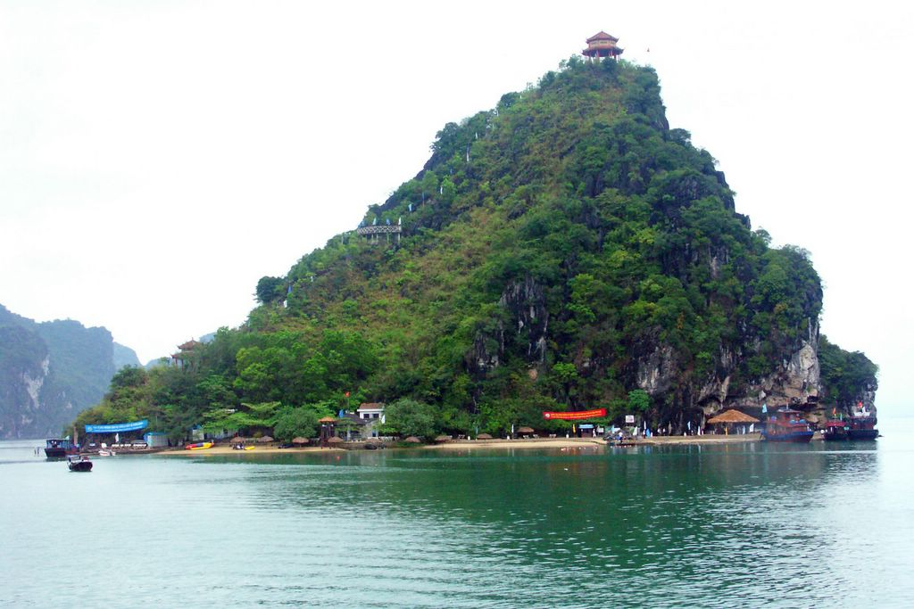 Dao Titop Halong Bay, Ti Top Island Travel Guide, Images & Tours, Halong Bay Cruises Vietnam