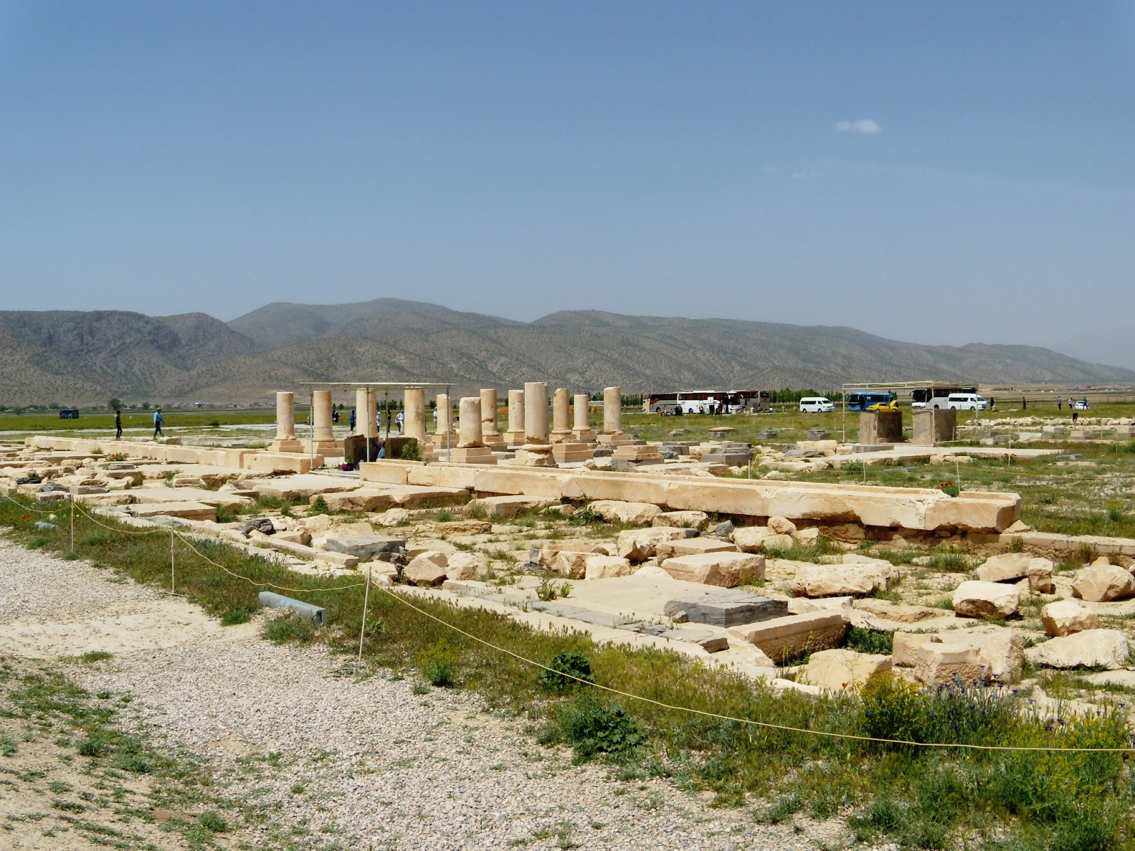 Darius' Garden Pasargadae, Megas Alexandros: Cyrus the Great who made Pasargadae the capital ...