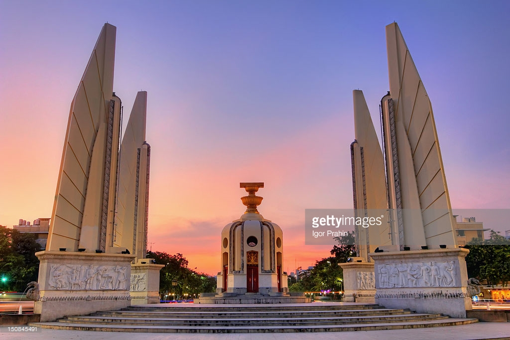 Democracy Monument Bangkok, Democracy Monument In Bangkok Stock Photo | Getty Images