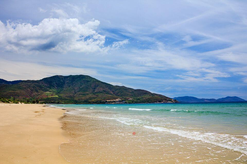 Duong Beach Hon Chong, Best Beaches in NhaTrang for Group with Kids