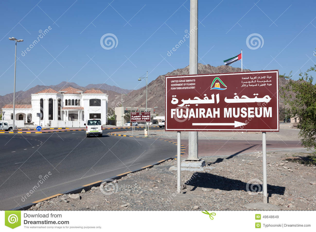 Fujairah Museum Fujairah City, Fujairah Museum Direction Road Sign Editorial Stock Image - Image ...
