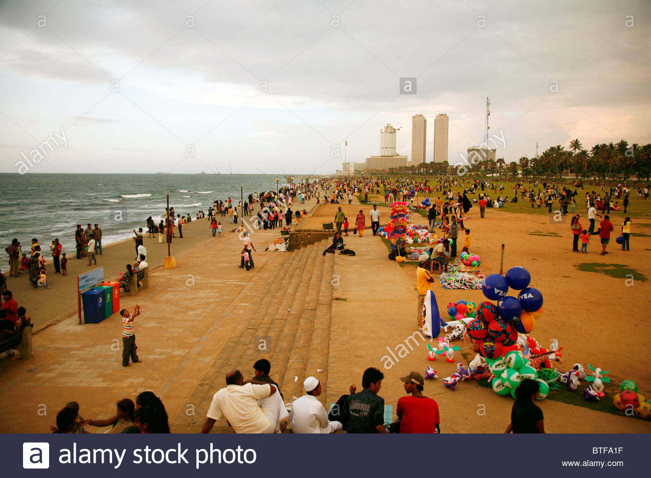 Galle Face Green Colombo, People at the Galle Face Green promenade, Colombo, Sri Lanka Stock ...