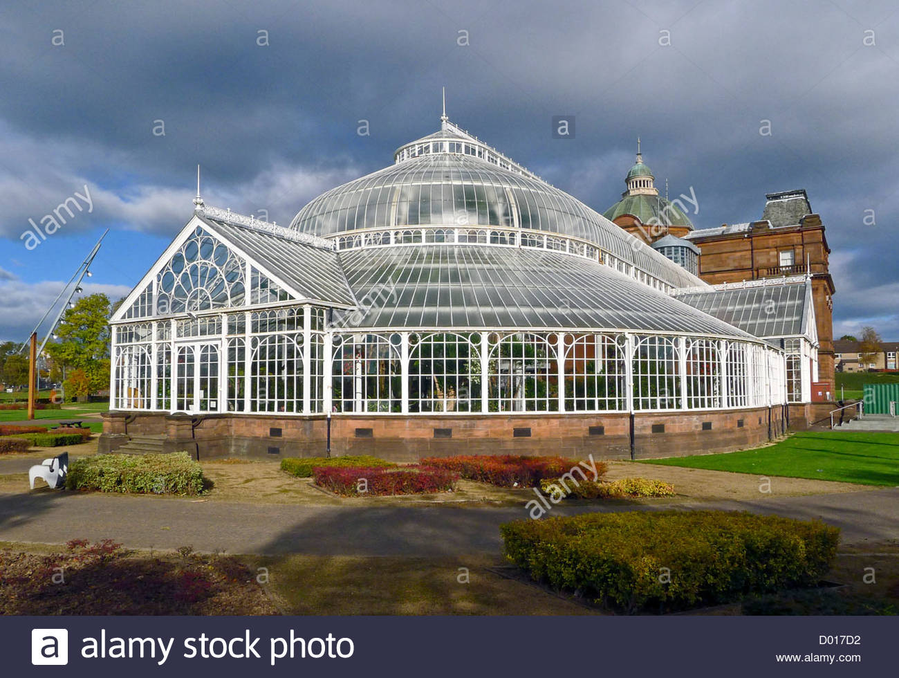 Glasgow Green Glasgow, The People's Palace and Winter Gardens in Glasgow Green park ...