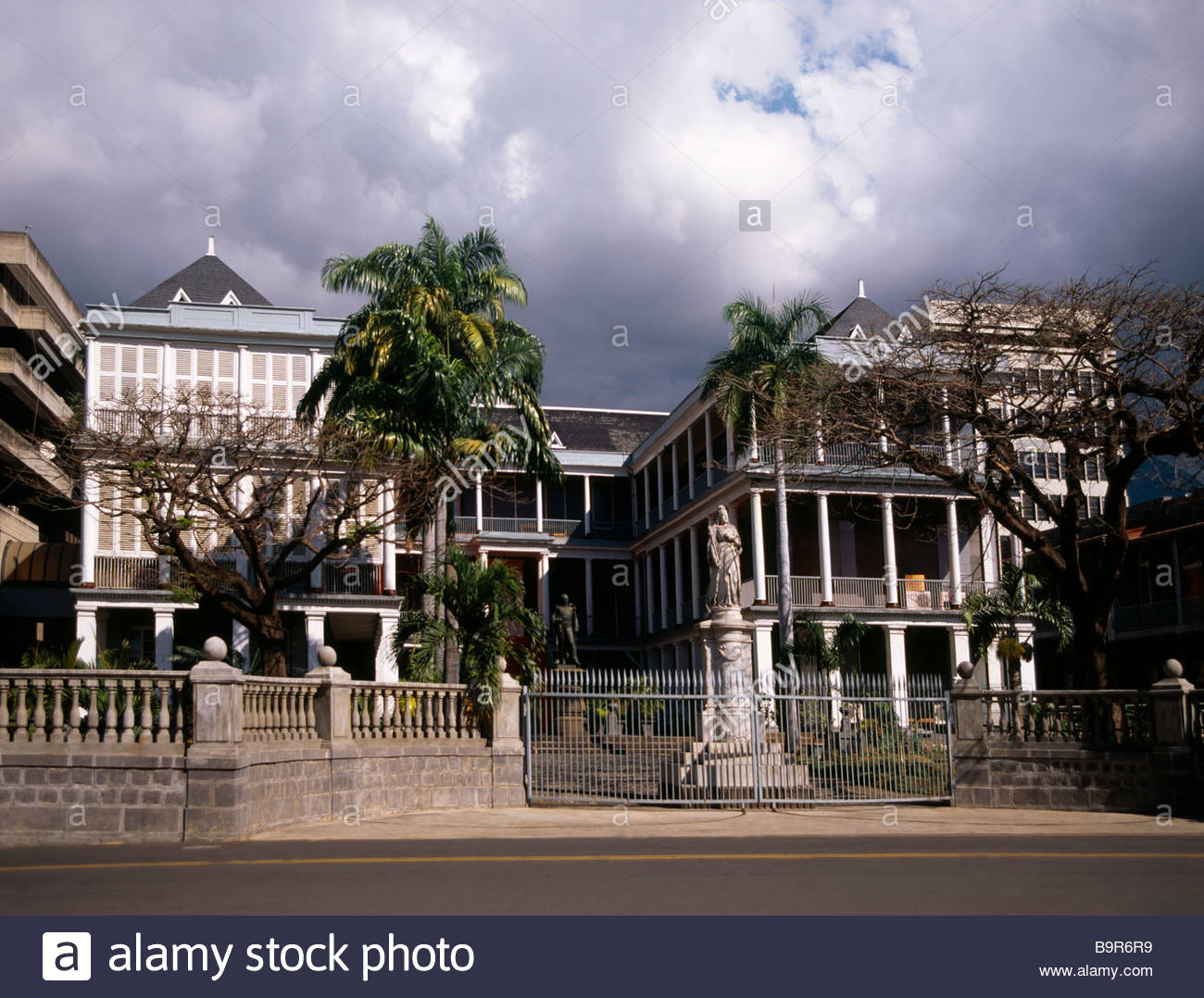 Government House Port Louis, Port Louis Mauritius Government House And Queen Victoria Statue ...