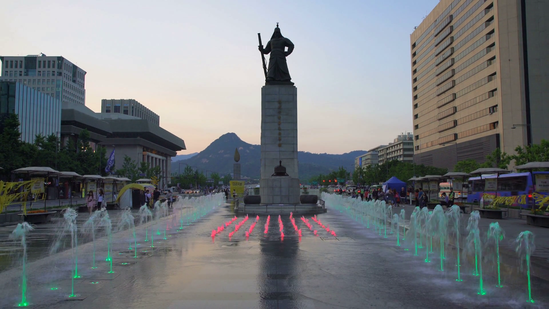 Gwanghwamun Seoul, Beautifully color water fountain at Gwanghwamun Plaza in Seoul ...