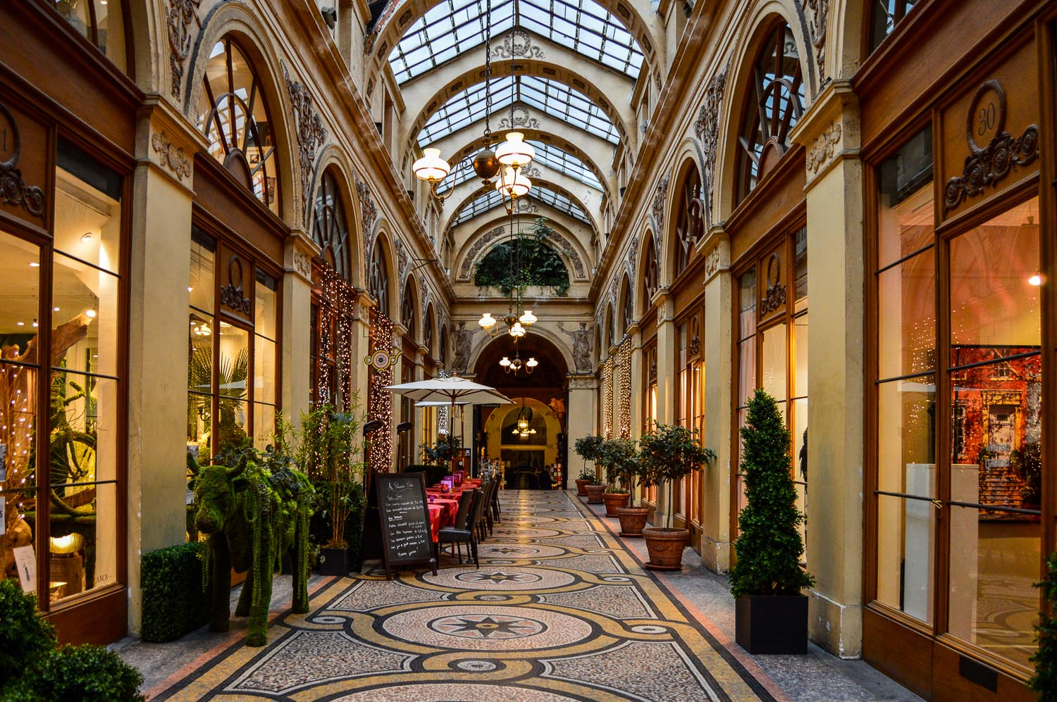 Hôtel Drouot Paris, Galerie Vivienne - Paradise Found Around