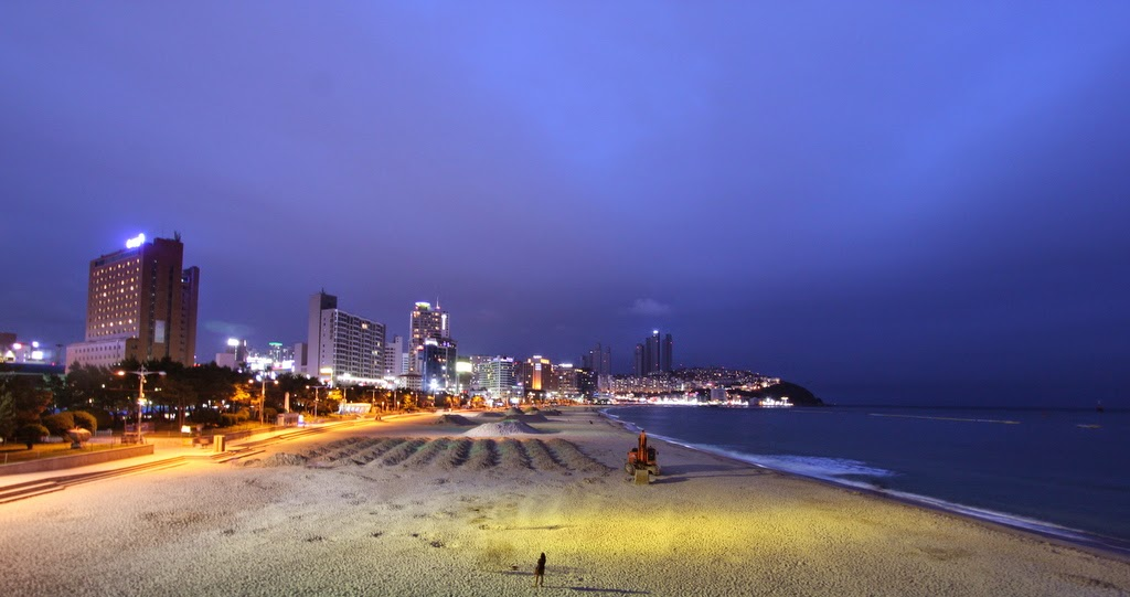 Haeundae Beach Busan, family wanderlust: Barely Busan: Haeundae Beach at night