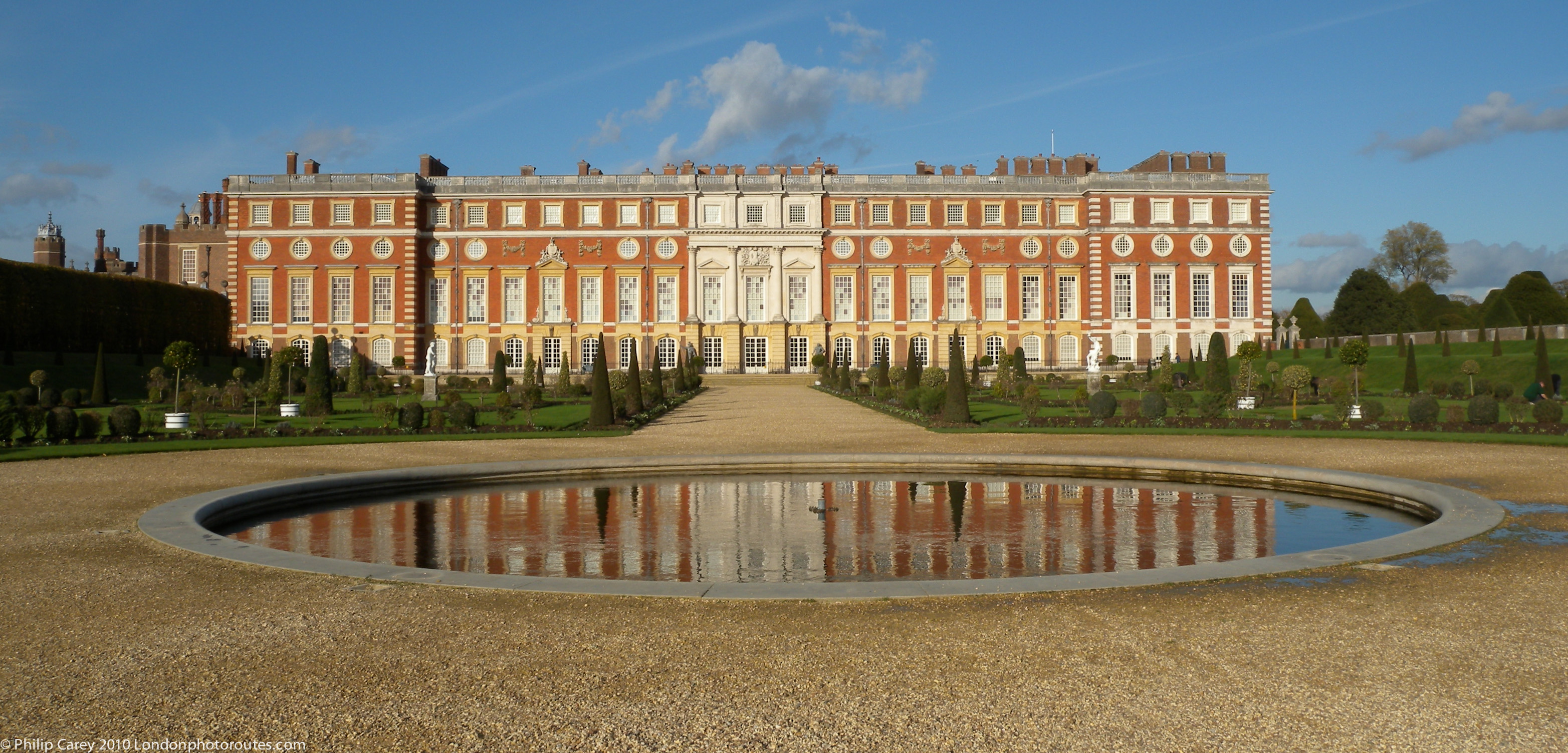 Hampton Court Palace London, Hampton Court Palace from the Privy Garden | London Photo Areas ...
