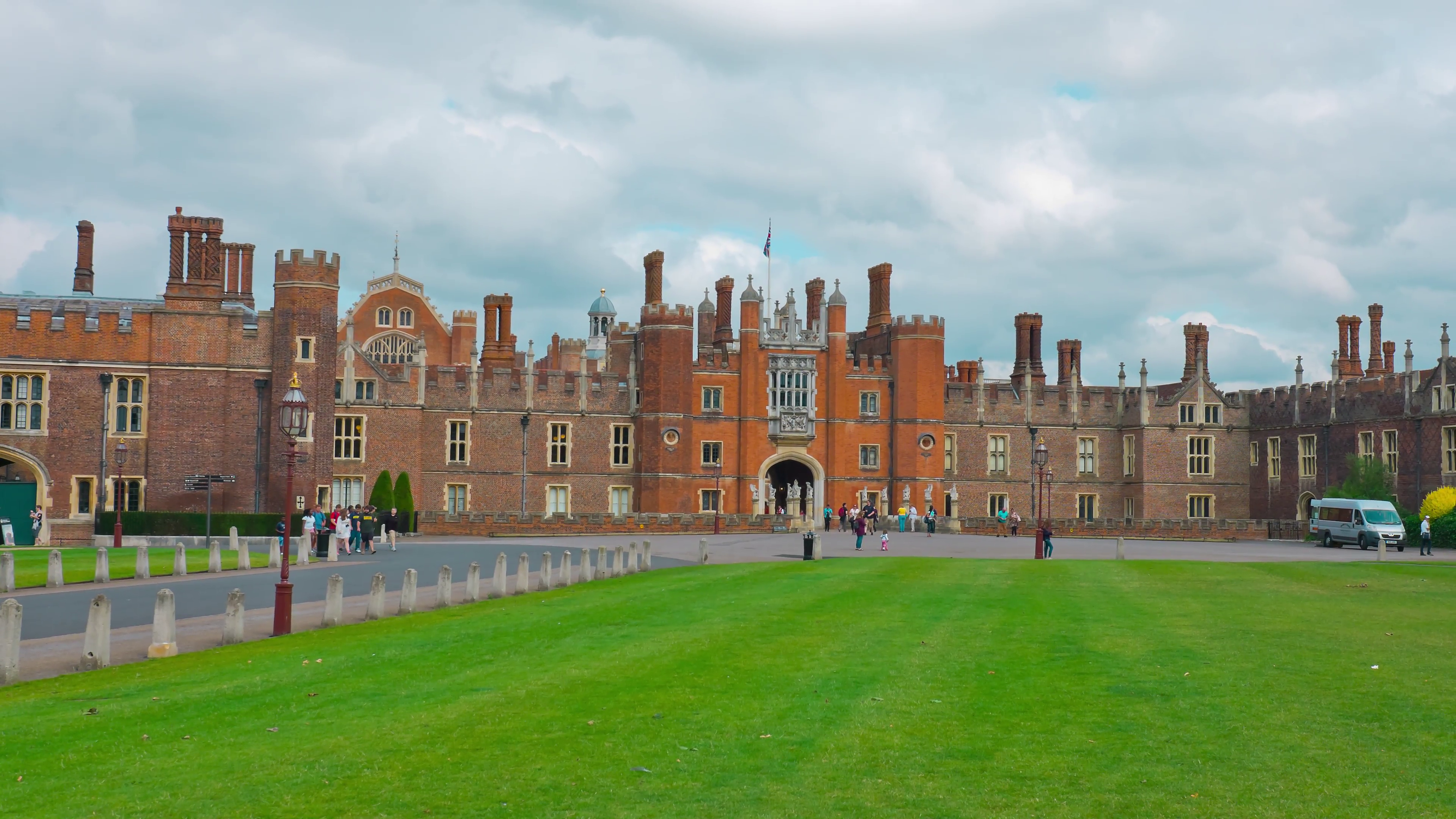 Hampton Court Palace London, Hampton Court Palace, old royal palace in London Stock Video ...