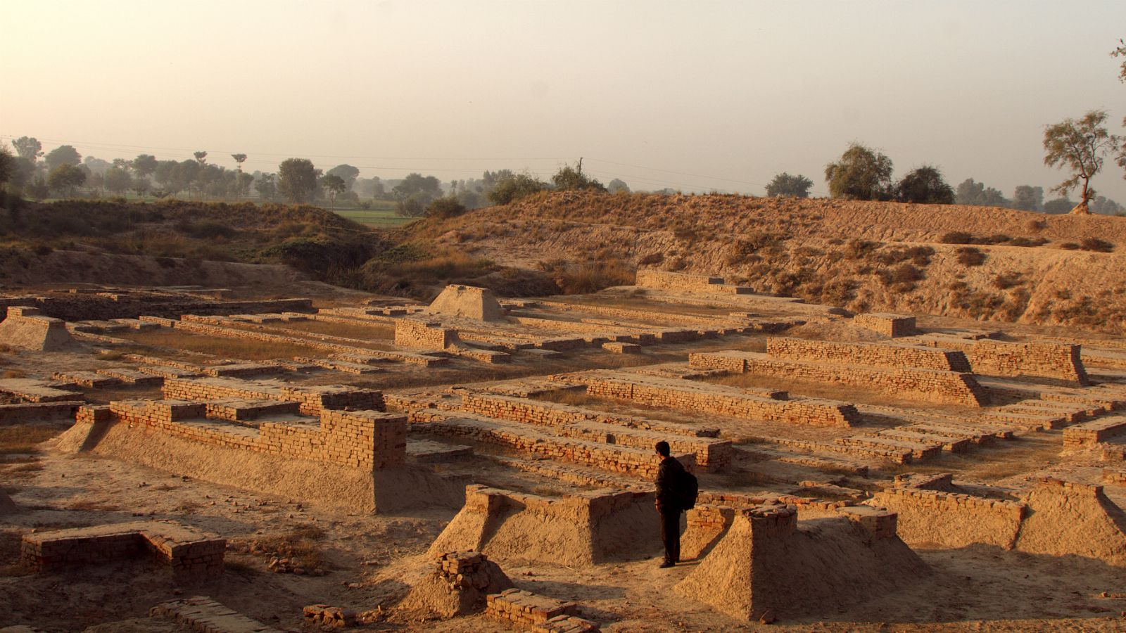 harrapan civilisation The extinction of harappan civilization (along with mohenjo-daro, lothal, kalibangan) is a very interesting mystery yet to solve even by modern technology there are many speculations around the extinction of the then highly advanced civilization of the bronze age.