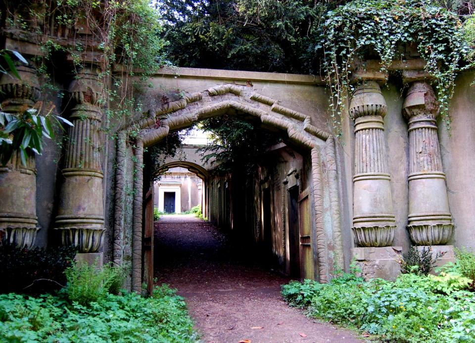 Highgate Cemetery London, Where is Highgate Cemetery, is George Michael buried there and ...