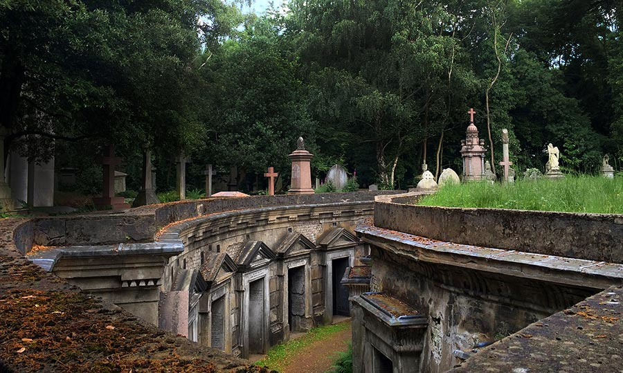 Highgate Cemetery London, Haunted London: Highgate Cemetery West