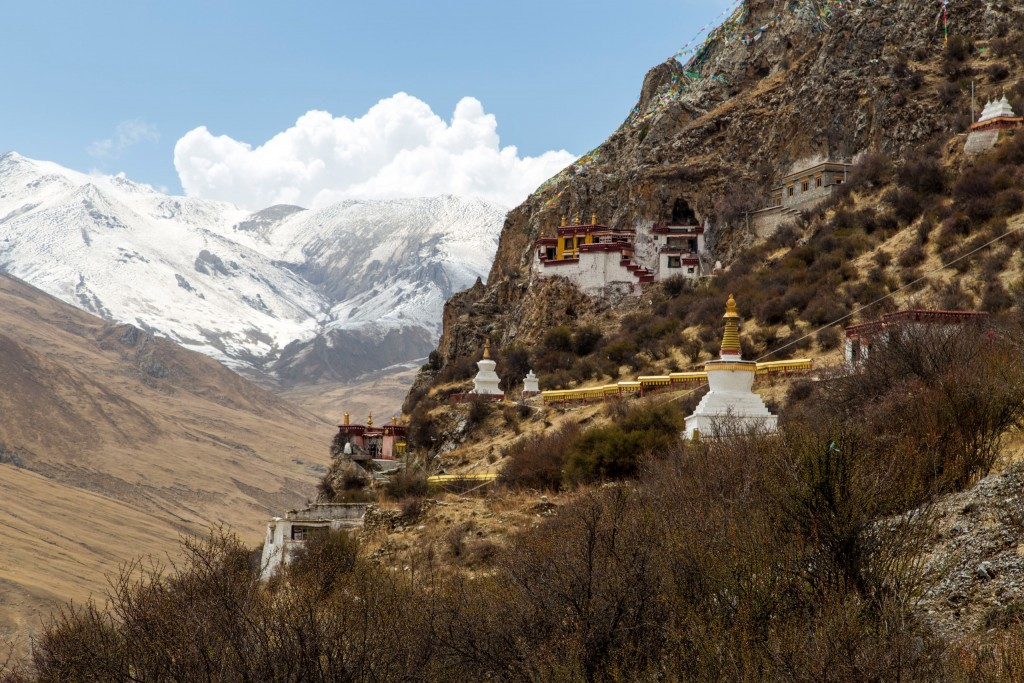 Jianguomen Beijing, A day trip from Lhasa to Ganden Monastery and Drak Yerpa - Chris ...