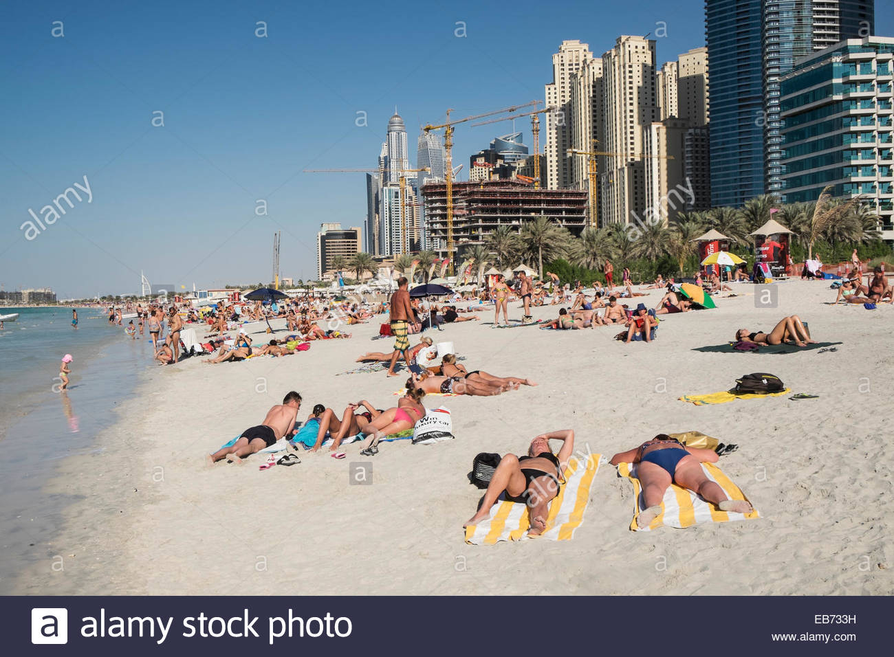 Jumeirah Open Beach Dubai, Busy public beach at Jumeirah Beach Resort (JBR) at Marina ...