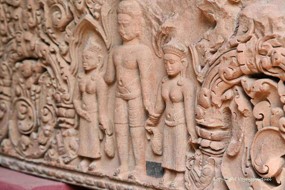 Kompong Thom Museum Kompong Thom, Close-up on the center of a lintel Baphuon style, Kampong Thom ...