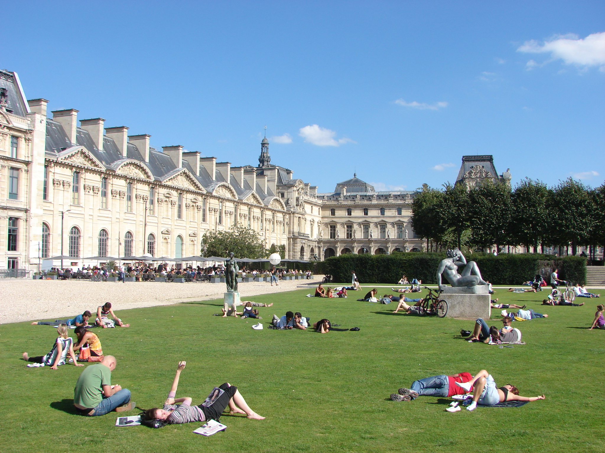 La REcyclerie Paris, Paris chillin' at the Jardin de Tuileries. public garden located ...
