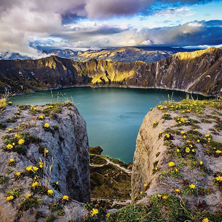 Laguna Quilotoa Quilotoa, Laguna de Quilotoa, Ecuador. The crater lake of Laguna Quilotoa is ...