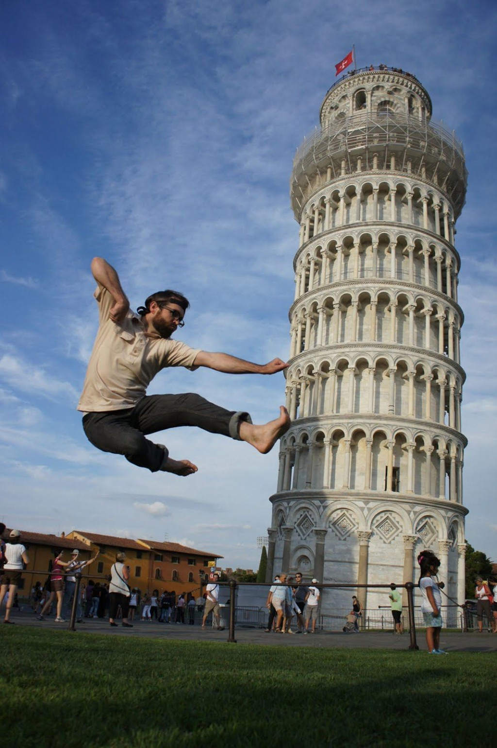 Leaning Tower Pisa, 10 Amazing Tourist Photos at the Leaning Tower of Pisa - Italy ...