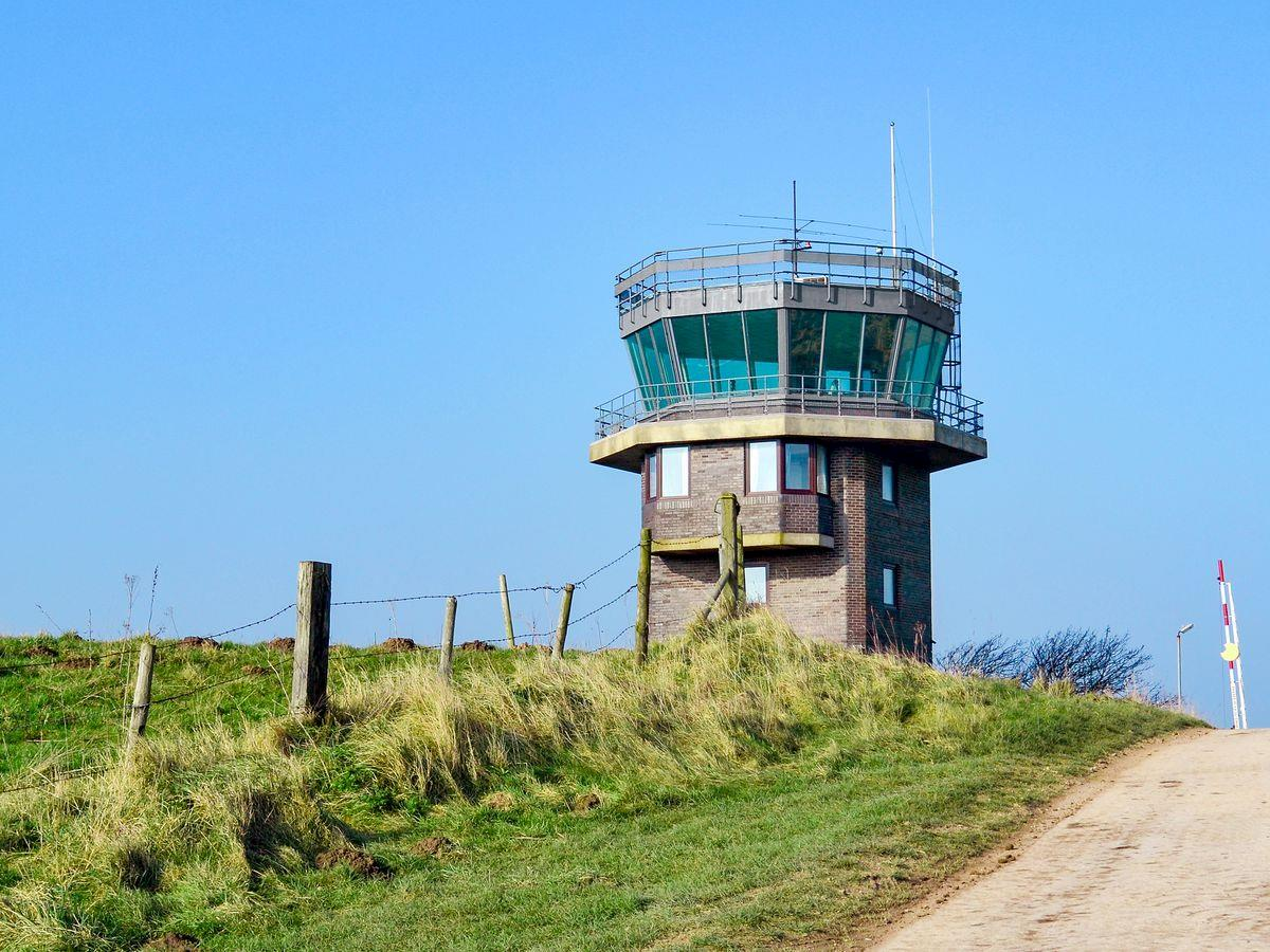 Lookout Tower (Cot V3) The Northwest, RAF Wainfleet - The Tower (ref UKC1178) in Friskney, near Skegness ...