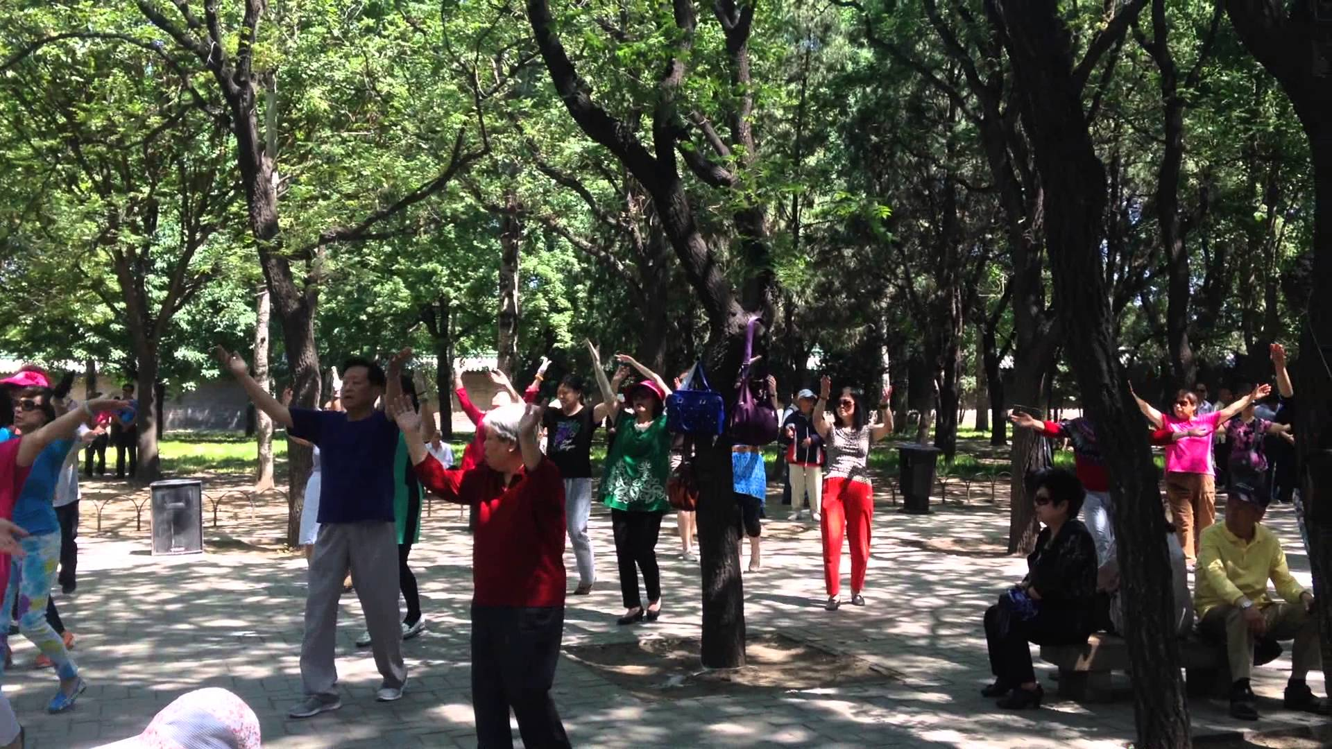 Marble Boat Běijīng, Singing and exercising at China's Temple of Heaven Park, Beijing ...