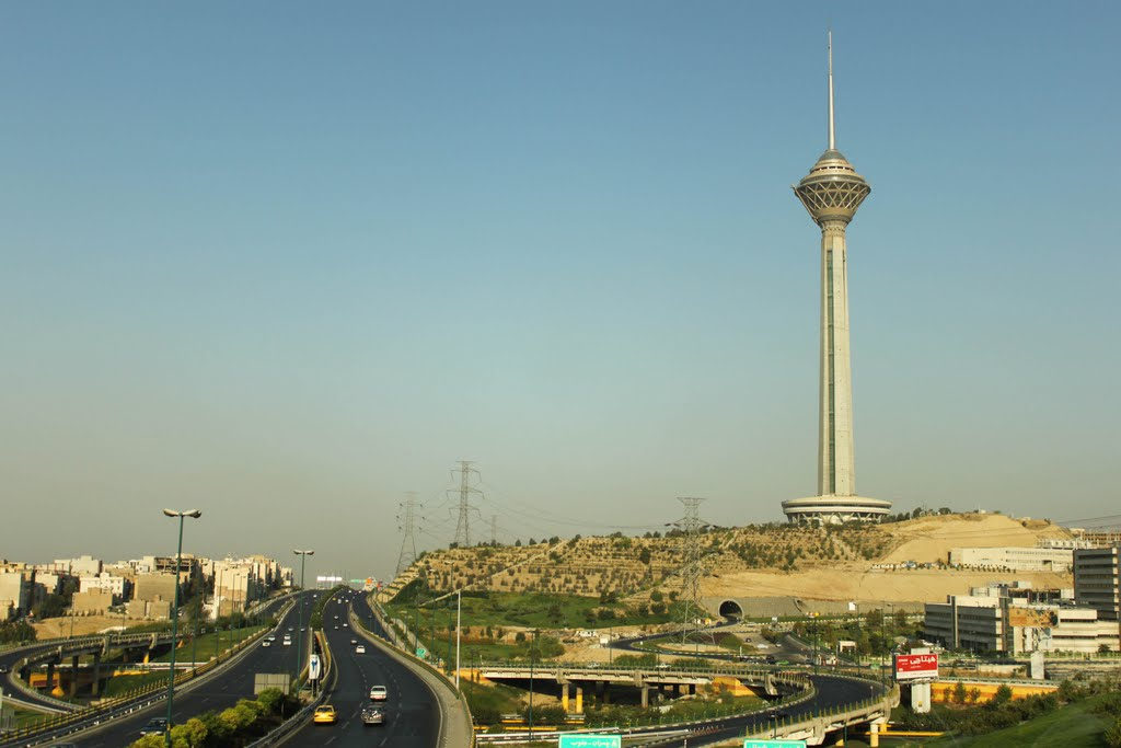 Milad Tower Tehran, Tower - Milad Tower in Tehran, Iran is 1427 feet tall | Size Does ...