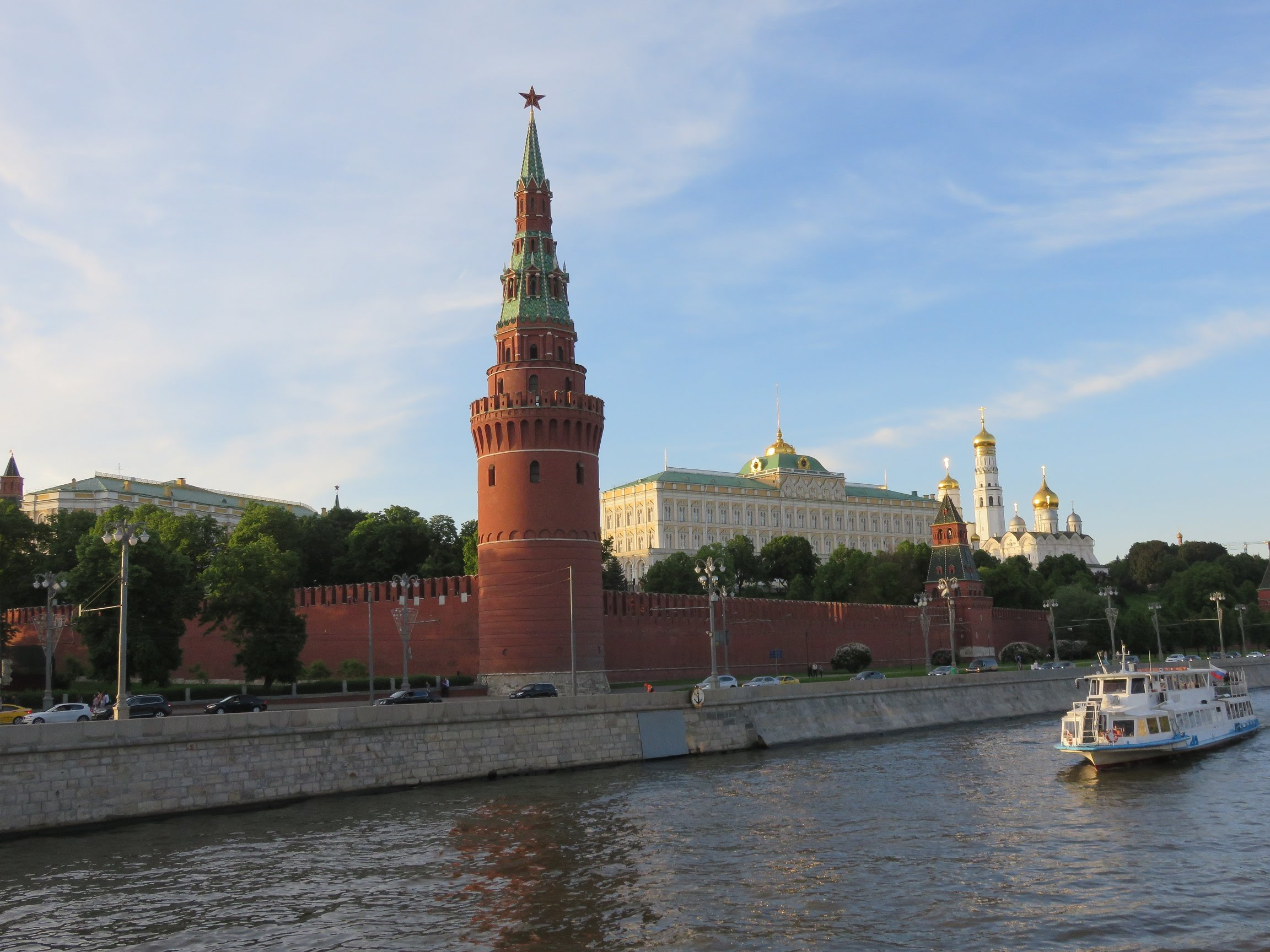 Moscow Kremlin Moscow, The Moscow Kremlin: 800 year of history inside single fortress ...