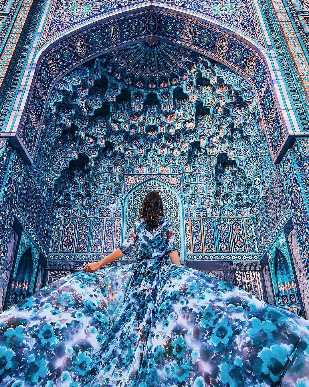 Mosque St. Petersburg, Matching a dress with Saint Petersburg Mosque's interior : pics