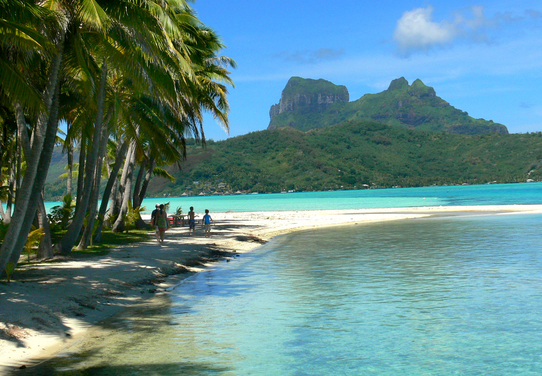 Motu beaches Moorea, French Polynesia: Tahiti, Moorea and Bora Bora with Kids