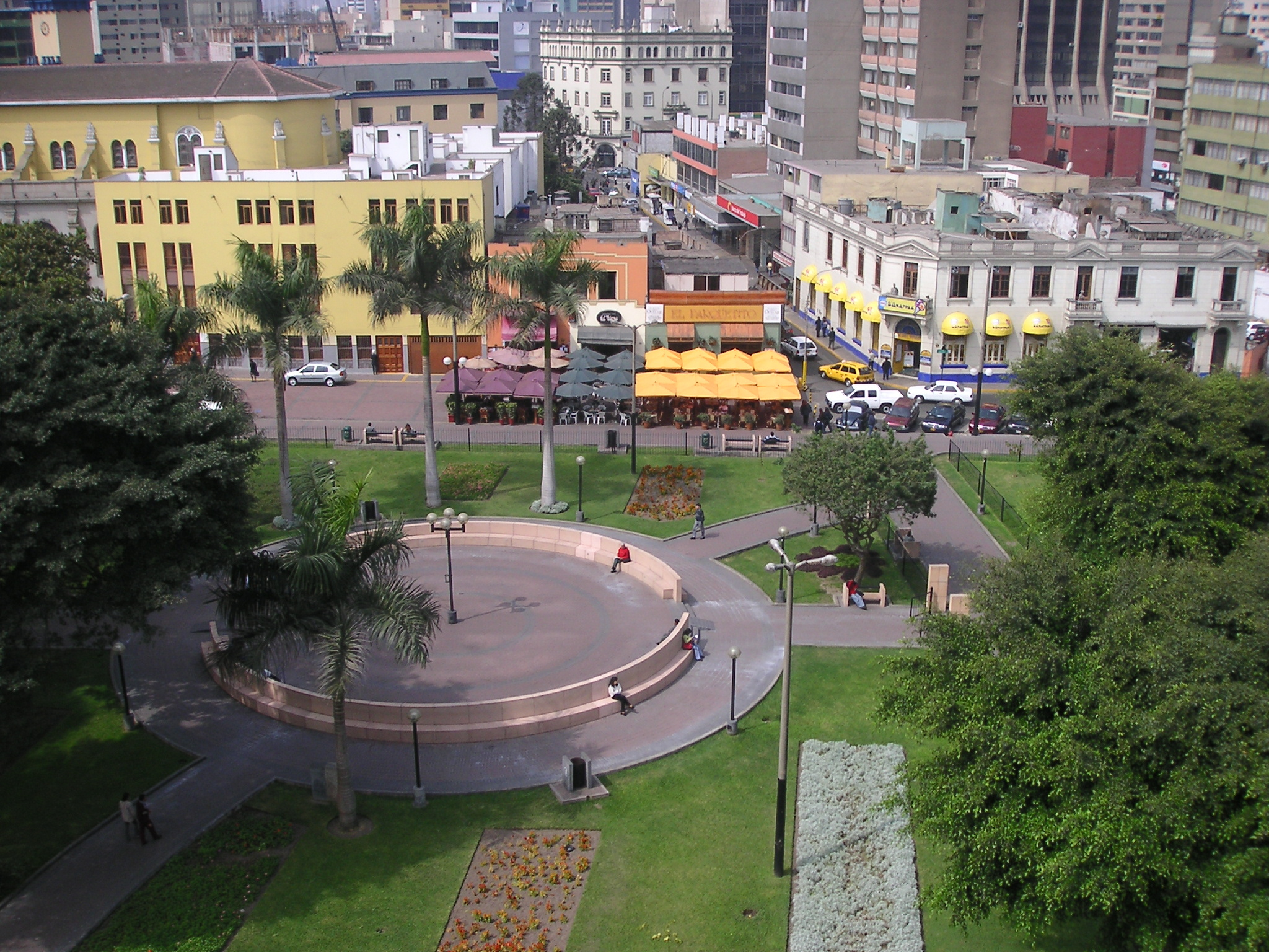 Parque Miraflores Lima, The view of Parque Kennedy, Miraflores, Lima, Perú from our classroom.