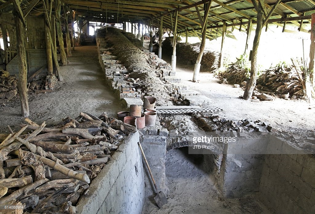 Pottery Factories Vigan, RG Jar pottery factory Pictures | Getty Images